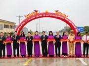 连接河内市巴为县与富寿省越池市的文郎大桥通车投运