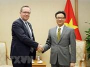 越南政府副总理武德儋会见芬兰经济部部长米卡林拉