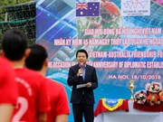 河内举行足球友谊赛 庆祝越澳建交45周年