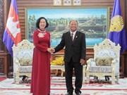 越共中央民运部长张氏梅会见柬埔寨王国国会主席韩桑林