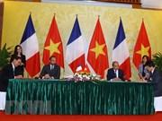 法国媒体密集报道法国总理爱德华·菲利普访越的消息