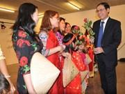 越南传统奥戴亮相比利时越南家庭日活动