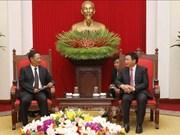 越共中央理论委员会主席会见老挝国家社会科学委员会代表团
