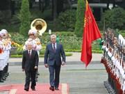 阮富仲举行仪式欢迎古巴国务委员会主席兼部长会议主席到访