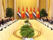阮富仲与古巴国务委员会主席兼部长会议主席迪亚斯-卡内尔会谈
