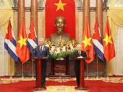 阮富仲与古巴国务委员会主席兼部长会议主席迪亚斯-卡内尔共同会见记者