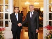 中新两国总理举行会谈  双方签署11项合作备忘录
