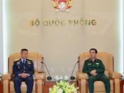 越南人民军总参谋长潘文江会见泰国皇家空军司令