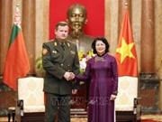 邓氏玉盛会见白俄罗斯国防部长拉夫科夫