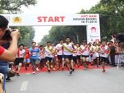 为交通安全跑步接力赛在河内举行