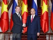 阮春福总理同俄罗斯总理梅德韦杰夫举行会谈