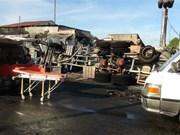 越南平福省一辆油罐车着火致6人死亡15间房屋烧毁