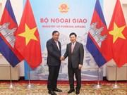 范平明与柬埔寨外交与国际合作部大臣布拉索昆举行会谈