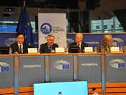 """克服""""橙剂""""后果座谈会在欧洲议会举行"""