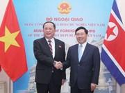 政府副总理兼外长范平明与朝鲜外交部长李勇浩举行会谈