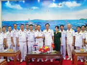 泰国皇家海军代表团访问越南海军第五军区司令部