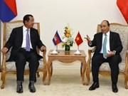 越南政府总理阮春福同柬埔寨首相洪森举行会谈