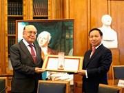 越南向莫斯科罗蒙诺索夫国立大学授予友谊勋章