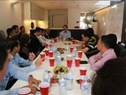 越南祖国阵线中央委员会代表团会见旅澳越南人代表