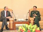 潘文江上将会见欧盟对外行动署危机管理与规划司代表团