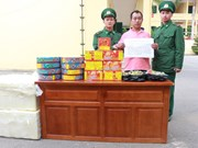 一外籍疑犯因非法贩运爆竹至越南被捕