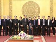日本共产党代表团赴宁平省考察