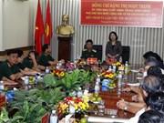 越南国家副主席邓氏玉盛探访越南国防部175号军队医院