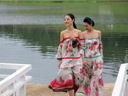 宝禄丝绸和林同土锦时装秀在大叻市举行