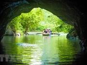 越南政府总理解答旅游业发展方面的质询