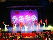 越南人民军第五军区文工团受邀参加庆祝老挝人民军建军70周年文艺演出