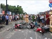 越南隆安省集装箱车连撞等待红灯车辆案——敲响交通安全警钟