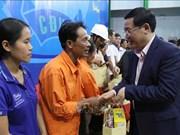 王廷惠春节前走访慰问嘉莱和昆嵩两省困难员工