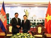 胡志明市人民委员会主席阮成锋会见柬埔寨王国政府副首相韶肯