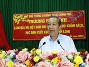 政府副总理张和平走访慰问永隆省优抚家庭和贫困学生