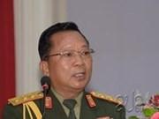 老挝国防部部长: 提升越南军队和老挝军队的合作层次