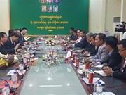 越南驻柬大使馆帮助洞里萨湖贫困越侨过上欢乐祥和的春节