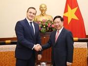 越南政府副总理兼外长范平明会见立陶宛内务部长米休纳斯