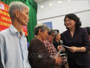 越南国家副主席邓氏玉盛春节前走访慰问隆安省