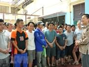 越南驻印度尼西亚大使馆春节前走访慰问越南渔民