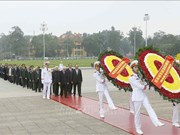 越南共产党建党89周年:越南党和国家领导人拜谒胡志明主席陵墓