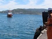 庆和省紧急将海上遇险菲律宾船员送往陆地医院接受治疗