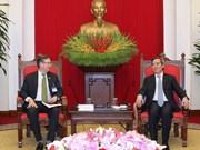 越共中央经济部部长阮文平会见美国-东盟理事会代表团