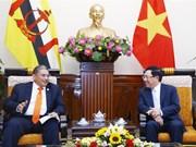 越南外交部副部长范平明会见文莱外交与贸易部第二部长艾瑞万