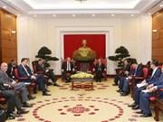 越共中央经济部部长阮文平会见德国联邦经济和能源部长阿尔特迈尔