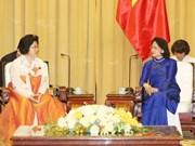 越南国家副主席邓氏玉盛会见朝鲜越南友好协会代表团