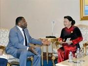 越南国会主席阮氏金银会见各国议会联盟秘书长马丁•纯贡