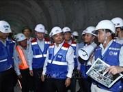 阮春福亲自对胡志明市地铁一号线施工现场进行检查