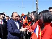 政府总理阮春福抵达布拉格开始对捷克进行正式访问