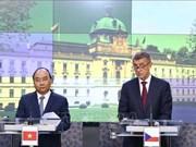 越捷两国总理共同主持记者会  向媒体界通报会谈结果