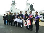 越南015号和011号舰艇抵达中国青岛参加多国海军活动